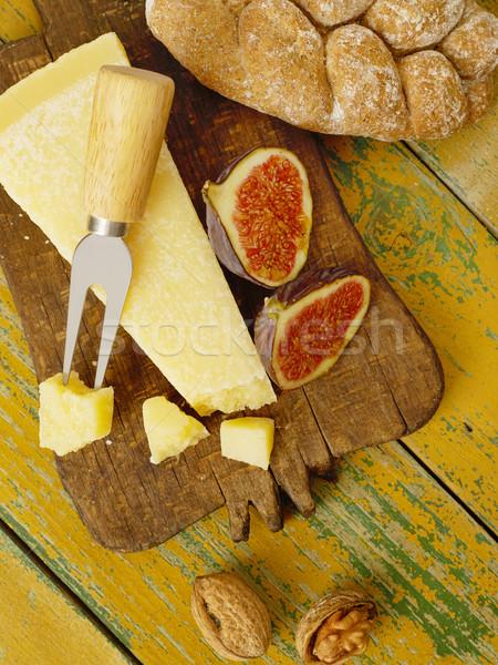 Noix fromages planche à découper alimentaire pain plaque Photo stock © goir