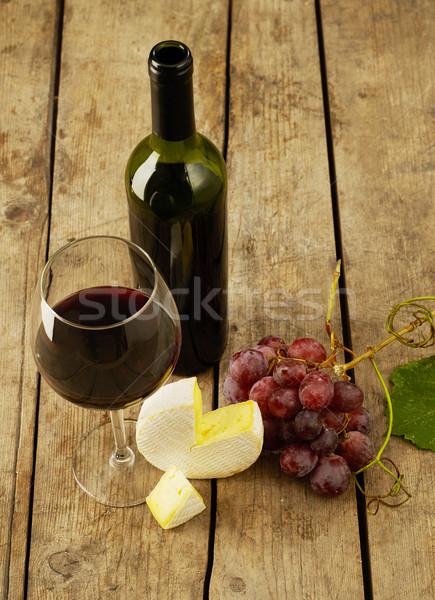 Borkóstolás bor szőlő sajt rusztikus asztal Stock fotó © goir