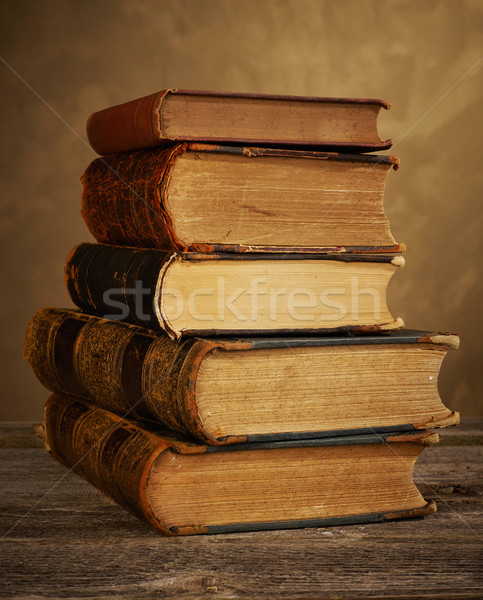 Antique livres table livre éducation Photo stock © goir