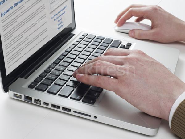 Man typen laptop handen computer kantoor Stockfoto © goir