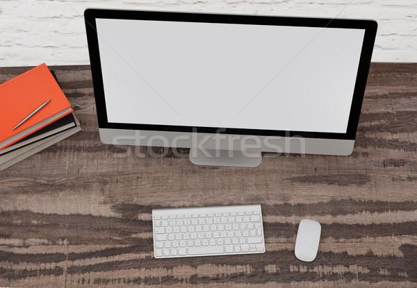 Monitor de computador trabalhando secretária diretamente acima ver Foto stock © goir
