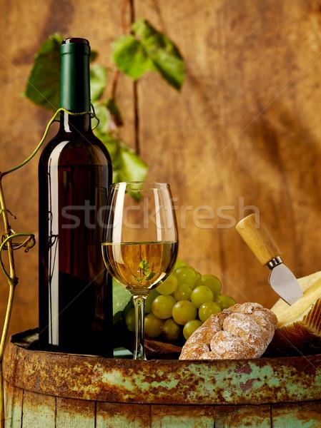 Białe wino winogron cheddar baryłkę wina tabeli Zdjęcia stock © goir