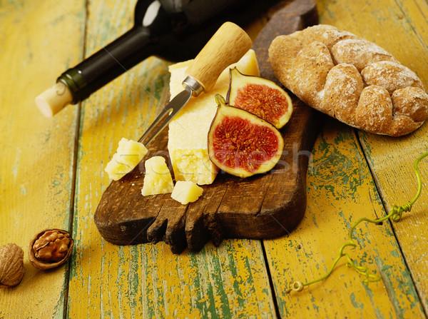 орехи хлеб вино сыра разделочная доска продовольствие Сток-фото © goir