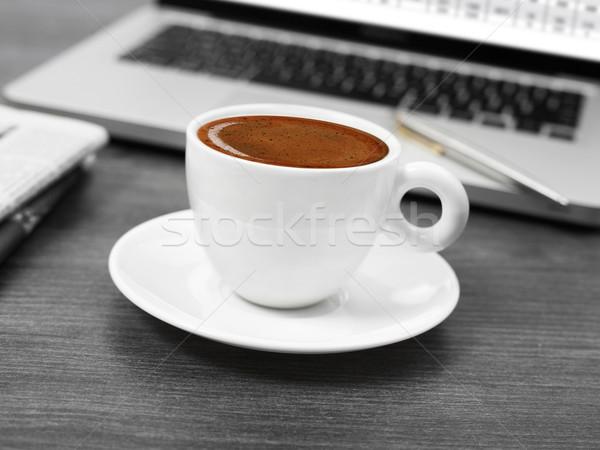 Kávé újságok laptop asztal ital dolgozik Stock fotó © goir