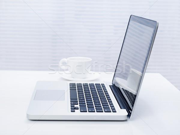 Laptop asztal irodai asztal kávé ablak üzlet Stock fotó © goir