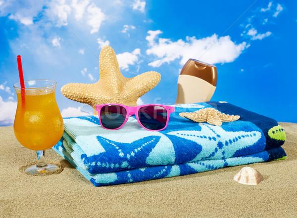 Férias toalha sol loção coquetel óculos de sol Foto stock © goir