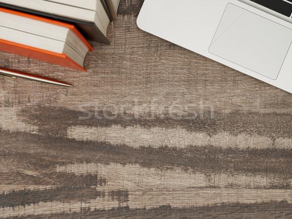 Trabalhando tabela diretamente acima ver cópia espaço Foto stock © goir