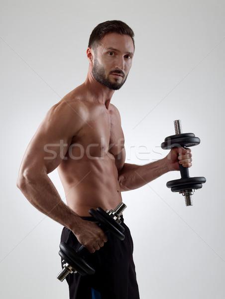 Gewichten gespierd man geïsoleerd Stockfoto © goir