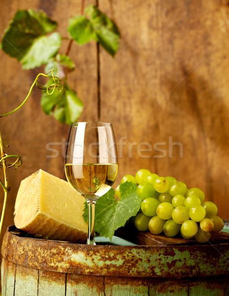 Borkóstolás kenyér szőlő bor sajt hordó Stock fotó © goir