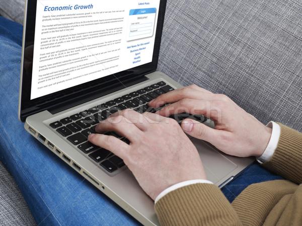 Szörfözik internet férfi kanapé dolgozik laptop Stock fotó © goir