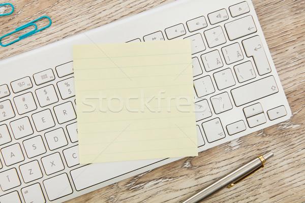Tapadó jegyzet billentyűzet számítógép billentyűzet toll felirat Stock fotó © goir