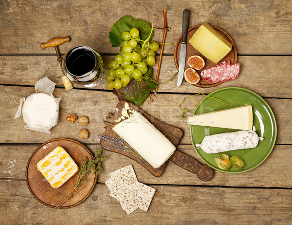Fromages variation vin rouge table en bois vin fruits Photo stock © goir