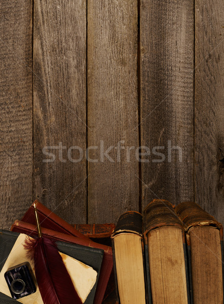 Antique livres stylo encre pot table Photo stock © goir