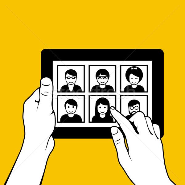 Kezek táblagép néz fotók randizás weboldal Stock fotó © gomixer