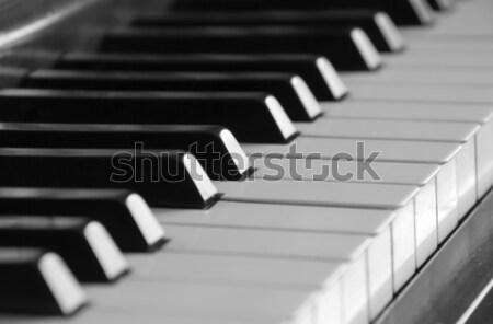 Pianotoetsen selectieve aandacht piano sleutel sleutels spelen Stockfoto © Gordo25