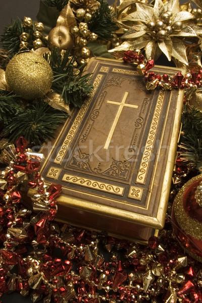 Kereszténység karácsony Biblia szelektív fókusz kereszt körül Stock fotó © Gordo25