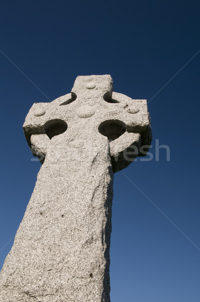 Grandangolo celtic cross profondità cielo blu copia spazio Foto d'archivio © Gordo25