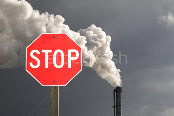 Stoppen verontreiniging stopteken donkere wolk rook Stockfoto © Gordo25