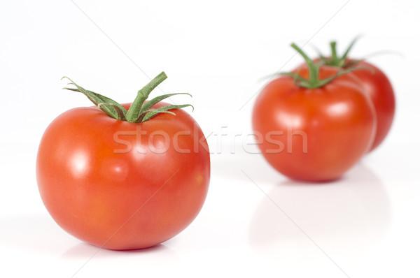 Selectieve aandacht tomaat voorgrond twee tomaten geïsoleerd Stockfoto © Gordo25