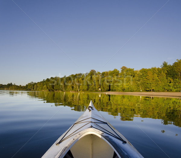 Kayak lago reflexión playa forestales Foto stock © Gordo25