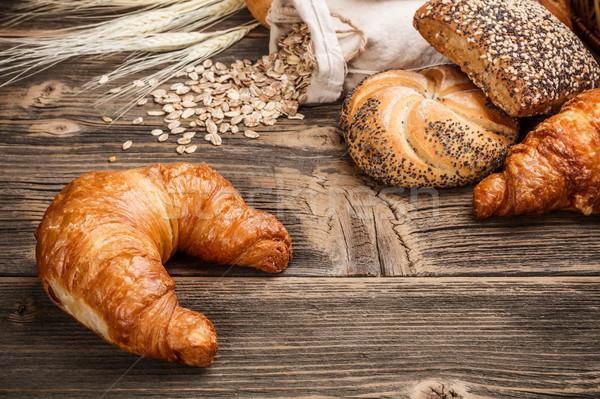Foto stock: Frescos · sabroso · croissant · edad · mesa · de · madera · grupo