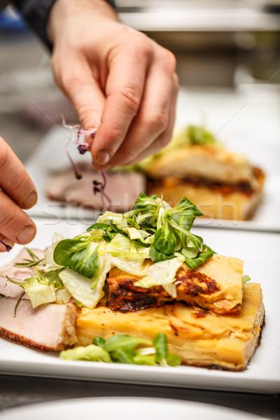 Chef touch schotel keuken diner Stockfoto © grafvision