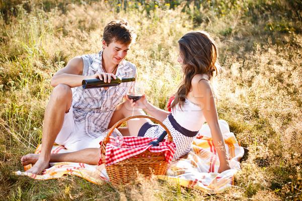 пару пикника привлекательный влюбленный трава вино Сток-фото © grafvision