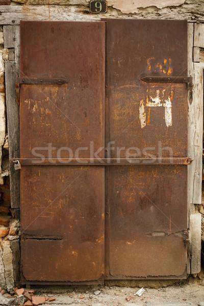 Foto stock: Velho · enferrujado · metal · porta · ao · ar · livre · tiro