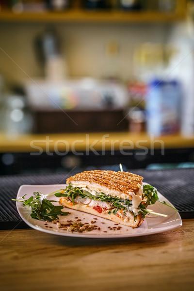 Gezonde gegrilde kip sandwich voedsel blad kaas Stockfoto © grafvision