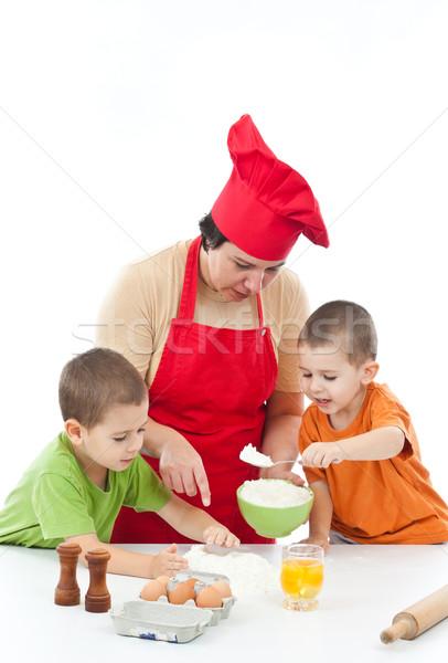 Iki çocuklar anne hazırlık kurabiye birlikte Stok fotoğraf © grafvision