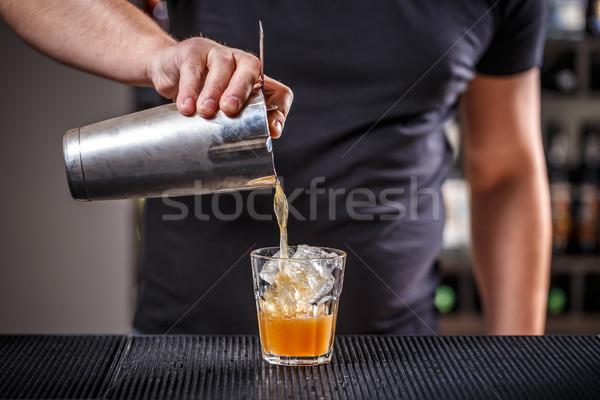 Barman coquetel vidro noite serviço Foto stock © grafvision