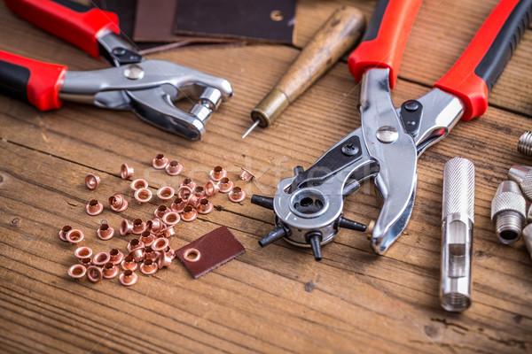 ストックフォト: 革 · ツール · 真鍮 · リング · 木板