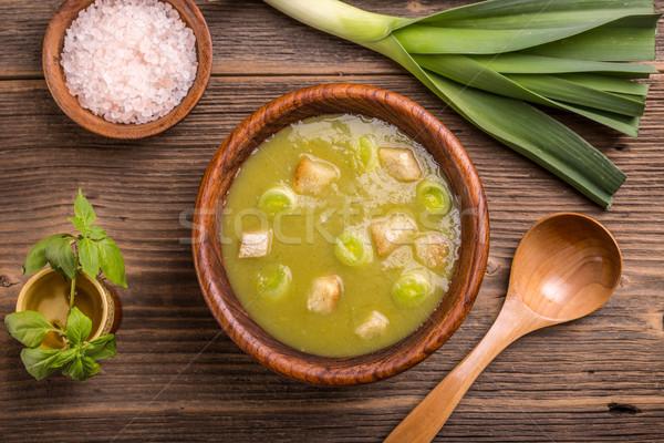 Póréhagyma leves felső kilátás fából készült tál Stock fotó © grafvision