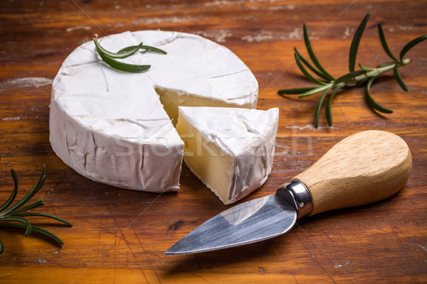 Camembert queso cuchillo mesa de madera fondo blanco Foto stock © grafvision