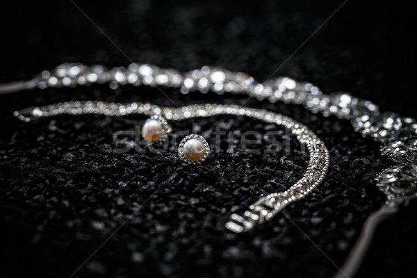 Argent bracelet collier diamants boucles d'oreilles perle Photo stock © grafvision