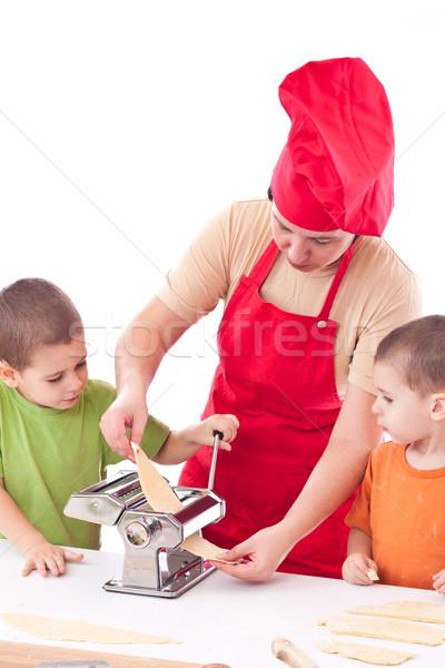 Iki çocuklar anne hazırlık makarna birlikte Stok fotoğraf © grafvision