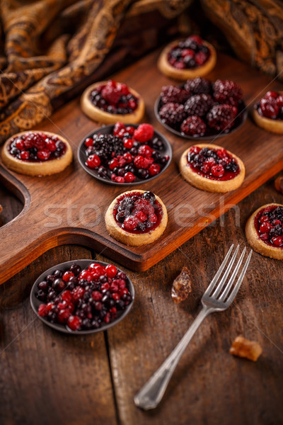 Délicieux Berry fruits mini fruits gâteau Photo stock © grafvision