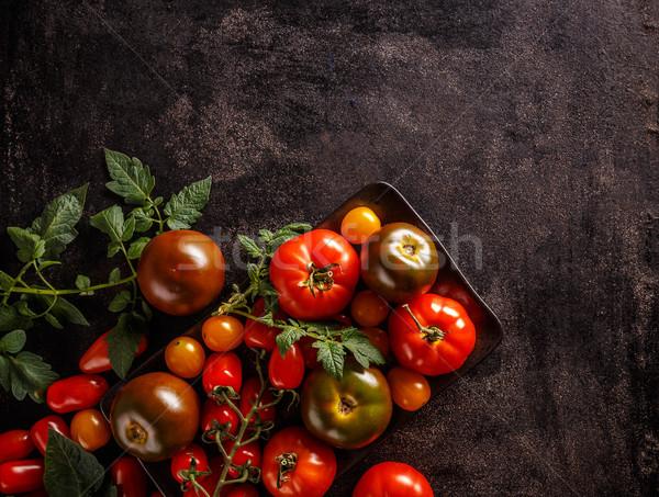 Stilleven tomaten groene bladeren grunge zwarte voedsel Stockfoto © grafvision