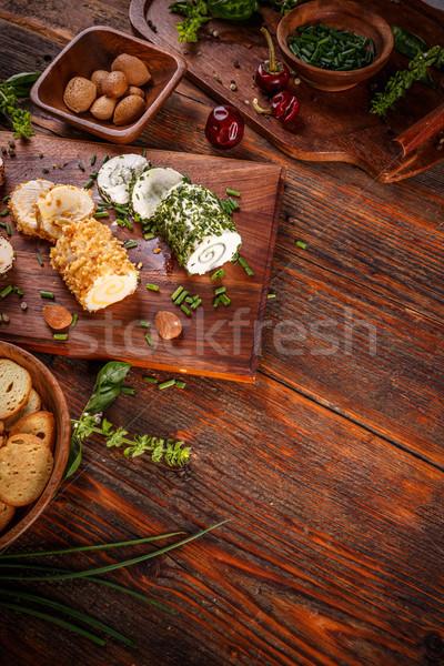 Fűszeres klasszikus fából készült vágódeszka zöld tányér Stock fotó © grafvision