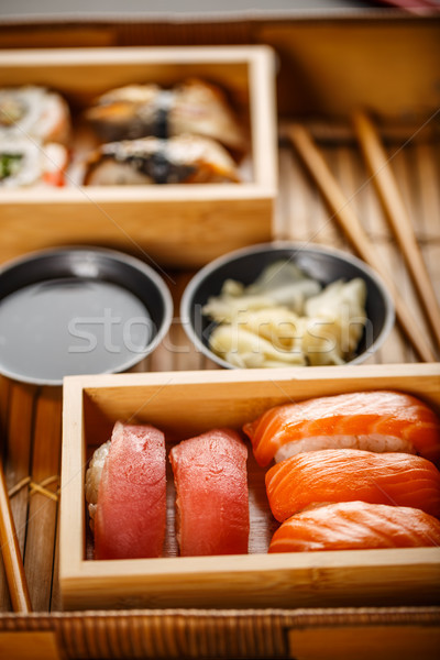 Sushis sashimi servi sauce de soja Photo stock © grafvision