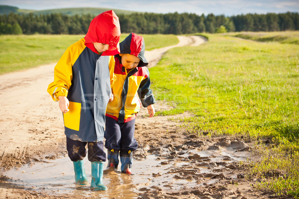 мальчики ходьбе грязи лужа воды рук Сток-фото © grafvision