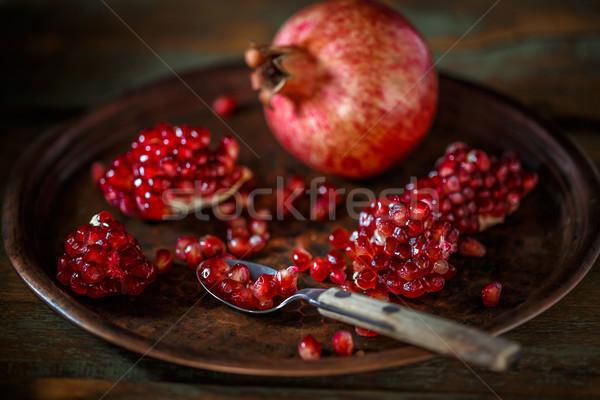 Olgun nar meyve bağbozumu tablo kırmızı Stok fotoğraf © grafvision