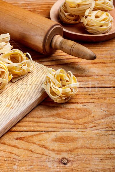 Házi készítésű tagliatelle friss öreg fából készült sodrófa Stock fotó © grafvision