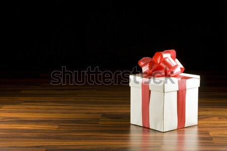 Beyaz hediye kutusu kırmızı saten şerit yay Stok fotoğraf © grafvision
