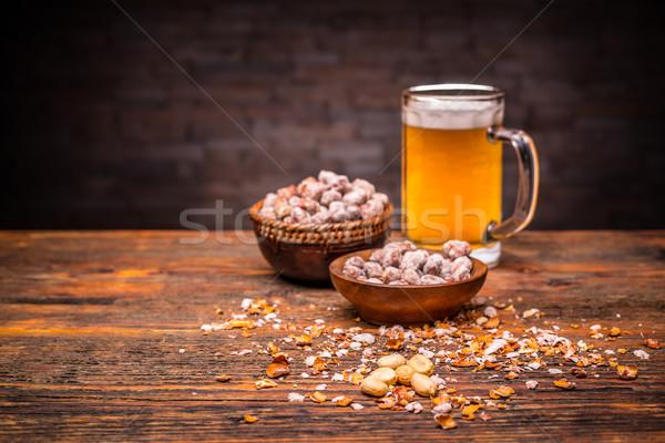 Bier pinda's koud houten tafel tabel Stockfoto © grafvision