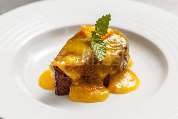 Bolo de chocolate laranja molho decorado de folha Foto stock © grafvision