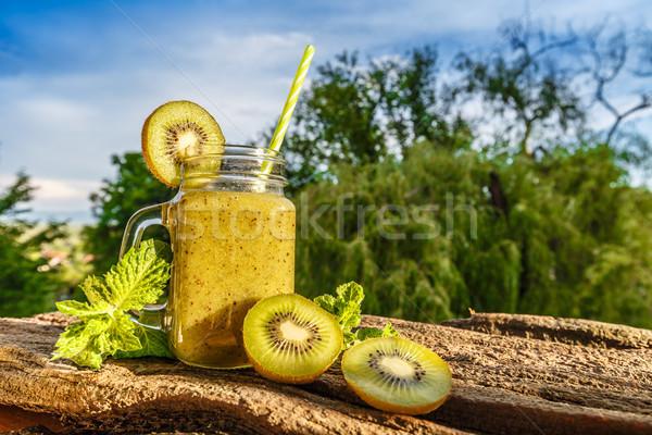 Gezonde vers kiwi smoothie glas schors Stockfoto © grafvision
