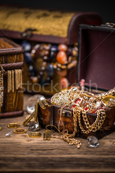 Kalózok kincsesláda veszélyes kaland arany érmék Stock fotó © grafvision