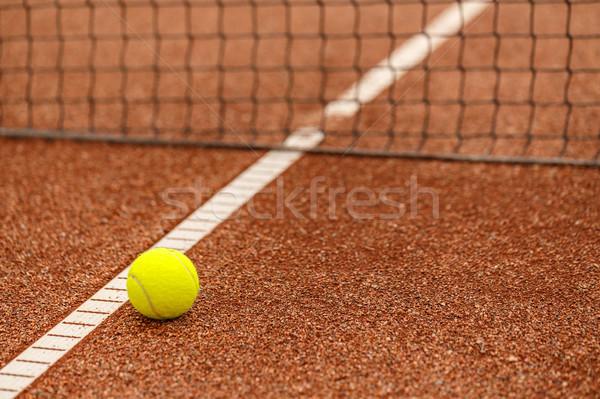 Piłka tenisowa zewnątrz czerwony glina sąd tle Zdjęcia stock © grafvision