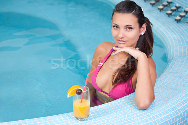 Genç güzel bir kadın jakuzi vitamin içecekler Stok fotoğraf © grafvision